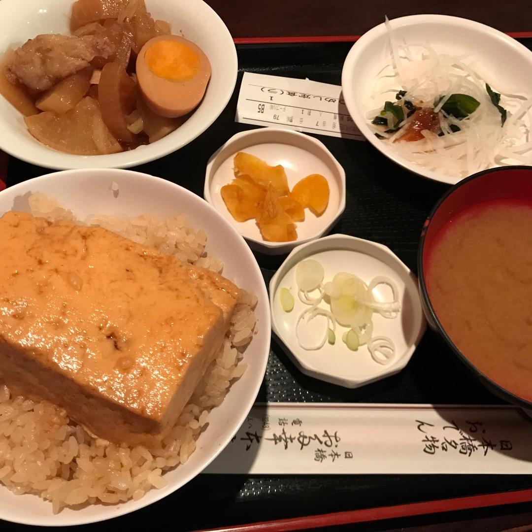 東京駅八重洲口から程近くのおでん屋さん「お多幸本店」です。いつ行っ...