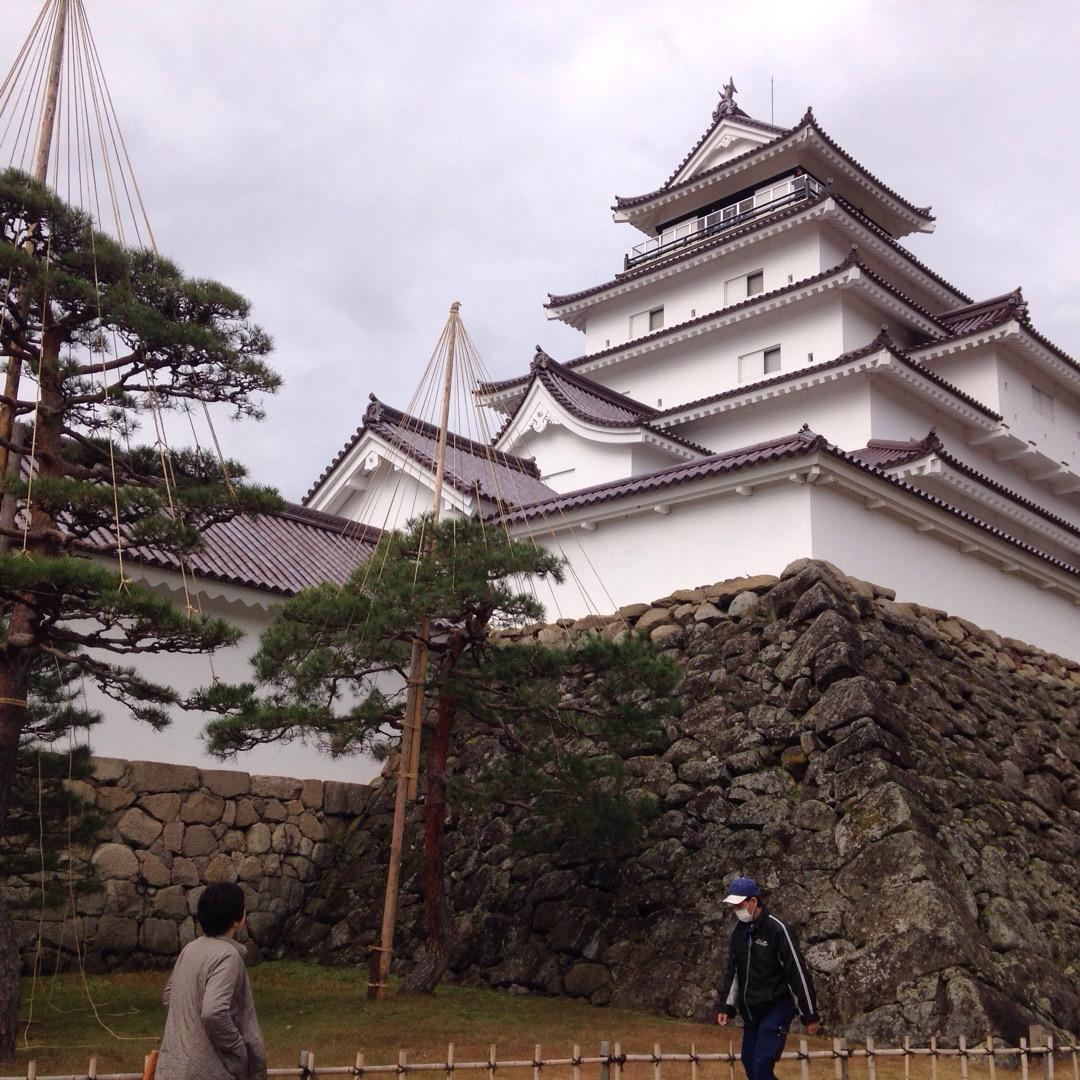 会津若松の鶴ヶ城です。 裏から見た方がカッコよかった。(ここが裏で...
