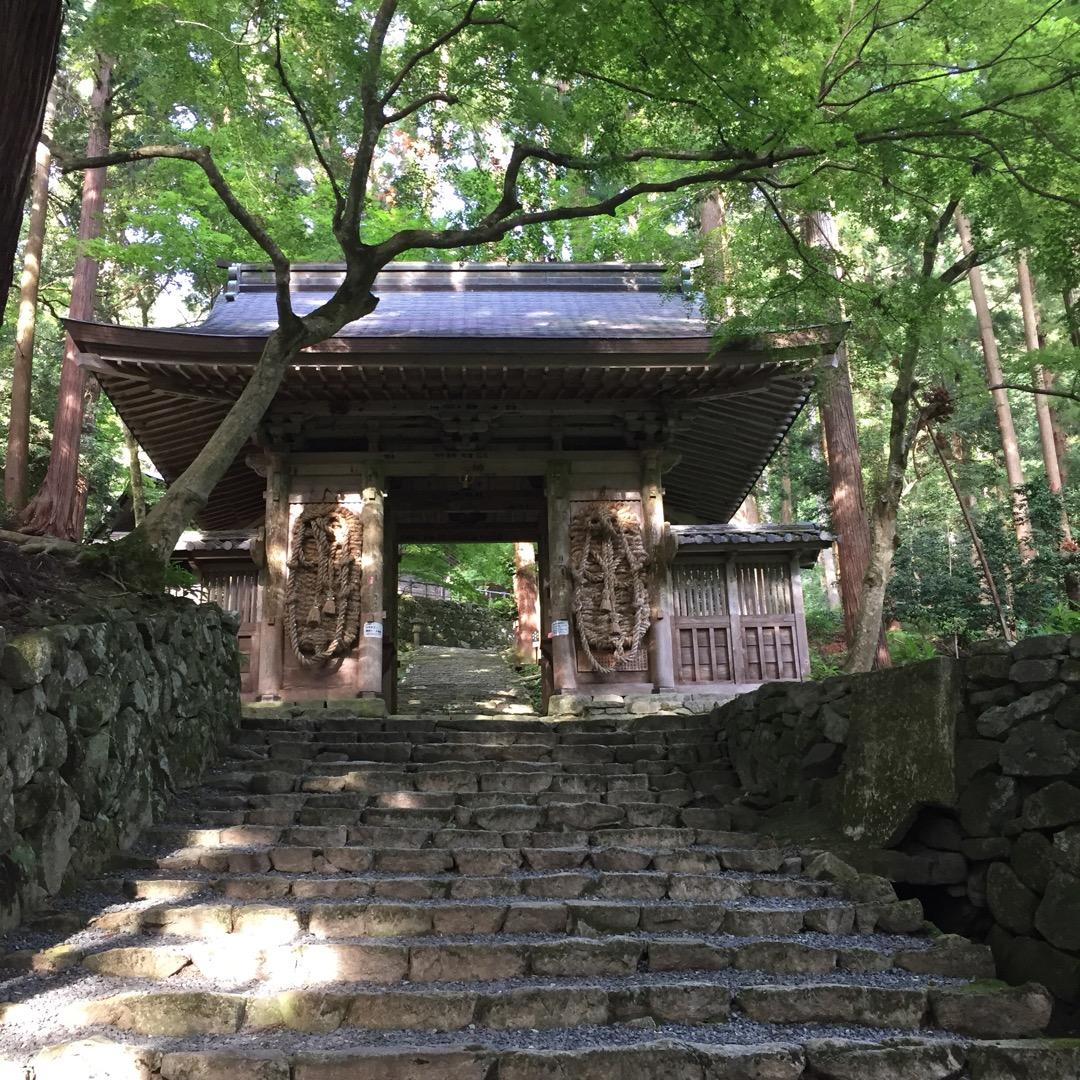 #百済寺  本堂までの上りがちょっとありましたが、関ヶ原の映画のロ...