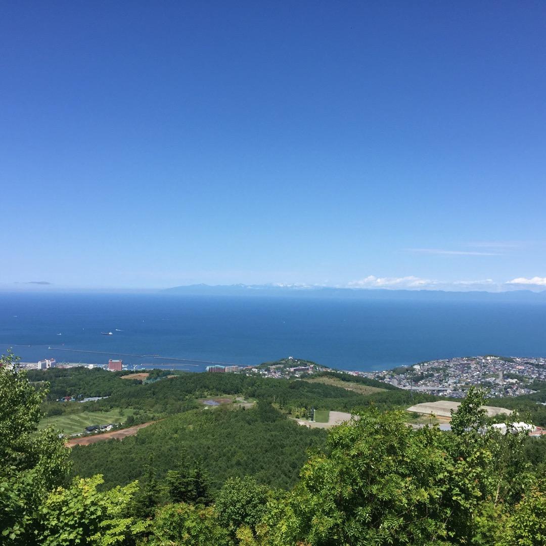 ドライブで毛無山展望台に来ました(*^^*) 小樽の街並みと石狩湾...