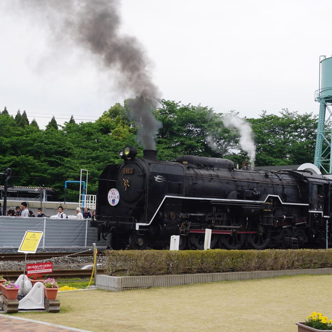 京都に新しくできた鉄道博物館ではミニSLに乗りました。ミニでも迫力...