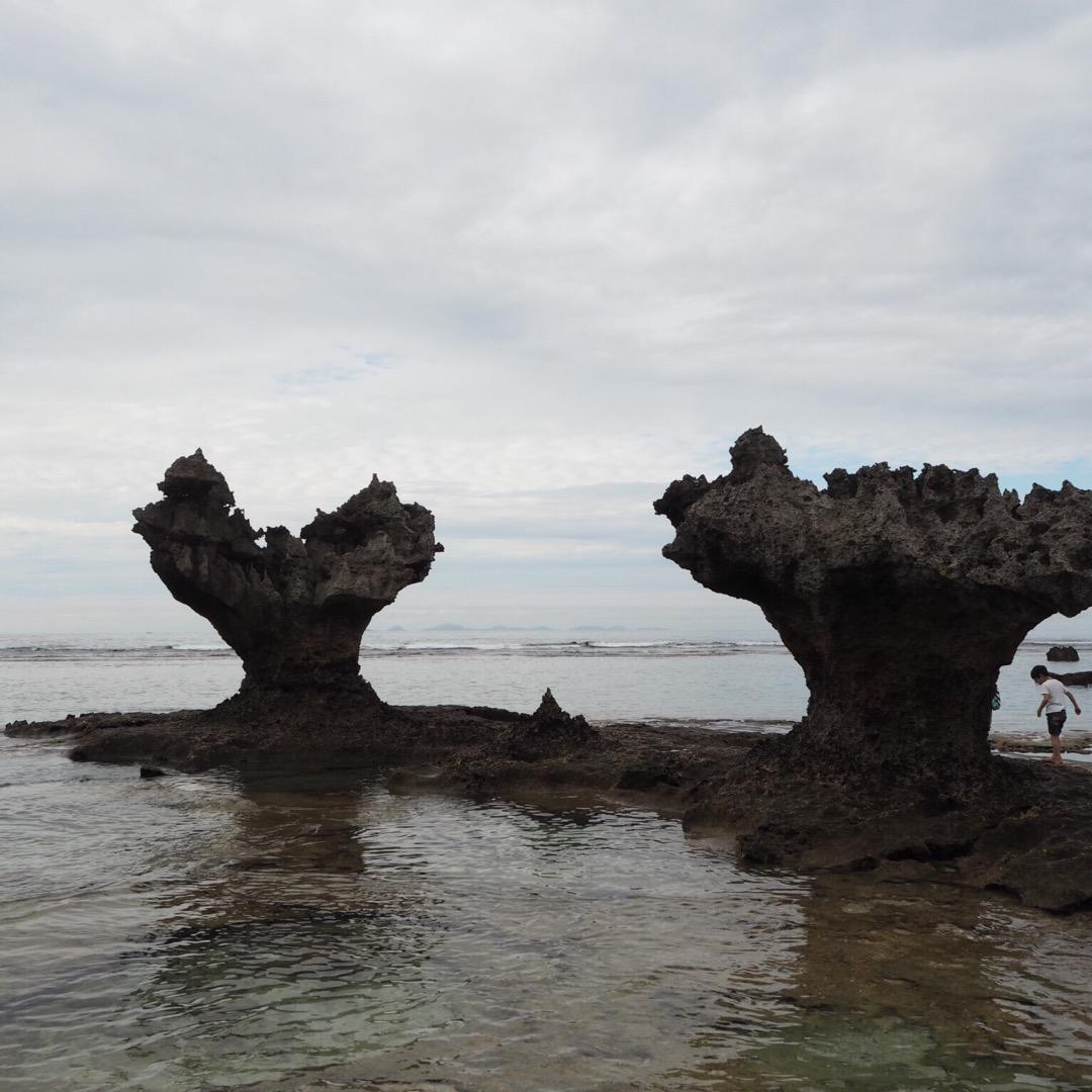 2つの岩の間にハートができる #ハートロック ぜひ直接確かめてみて...