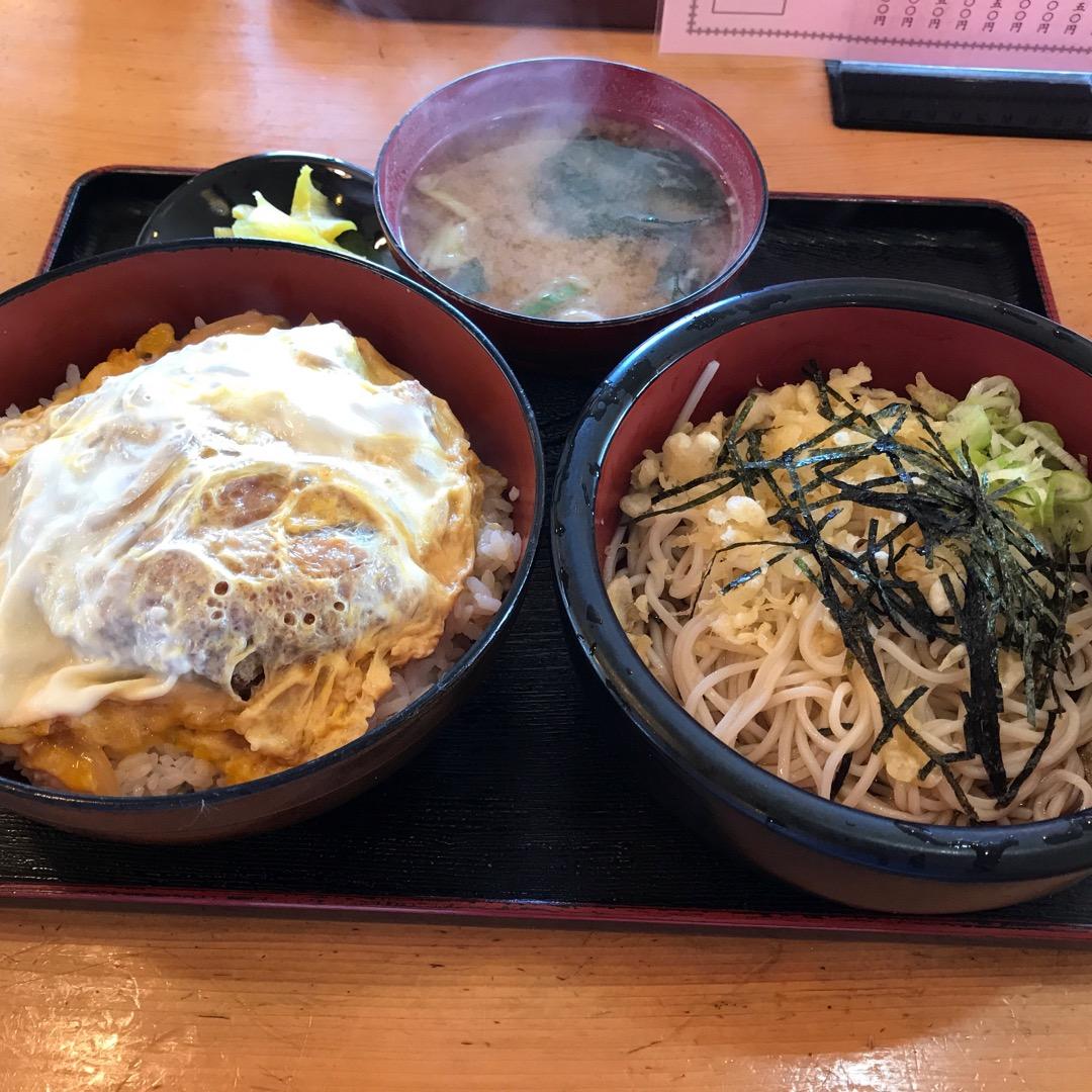 仙台東インター降りてすぐにある食堂、きくや!  昼時はいつも混んで...