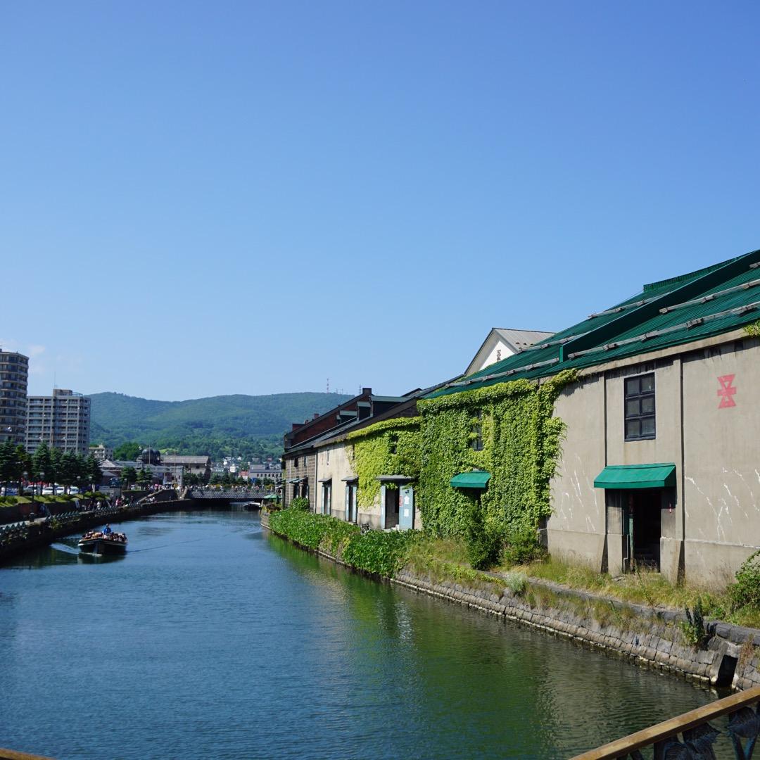 小樽運河🌱 小樽の観光名所の1つです💭 昼の顔、夜の顔、 そしてま...