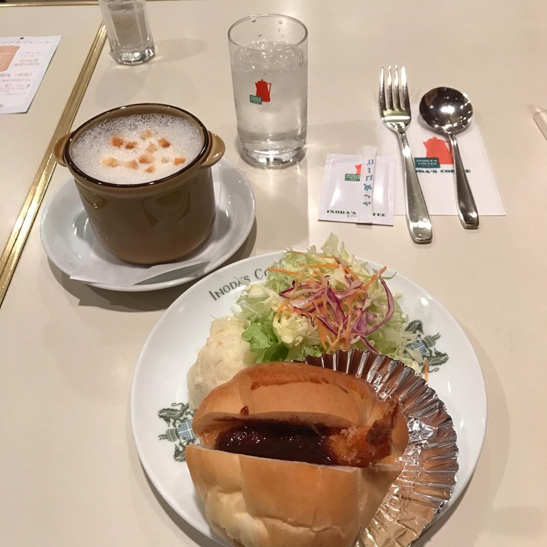 こちら京都駅直結のイノダコーヒー。 休日は、列を作って混んでいます...