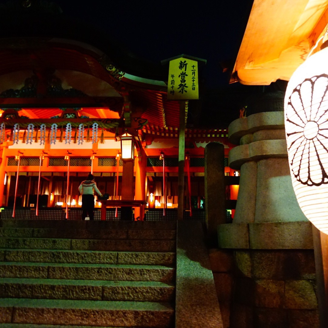 伏見稲荷は人気の千本鳥居以外にも建物がいくつかあり、鳥居にたどり着...