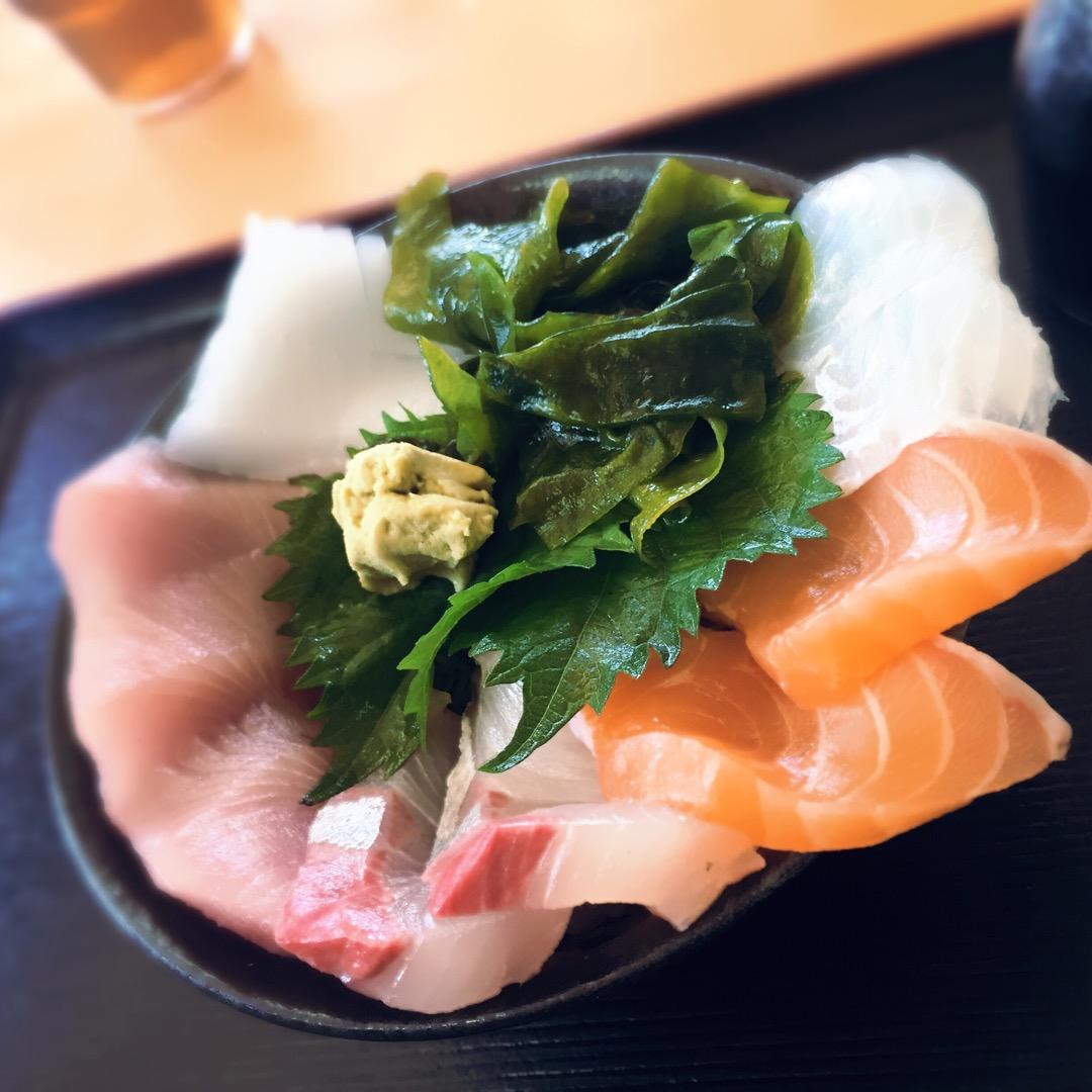 ★ 和歌山で絶品海鮮丼を食す♡ ネタは肉厚で新鮮! 脂の乗り方が違...