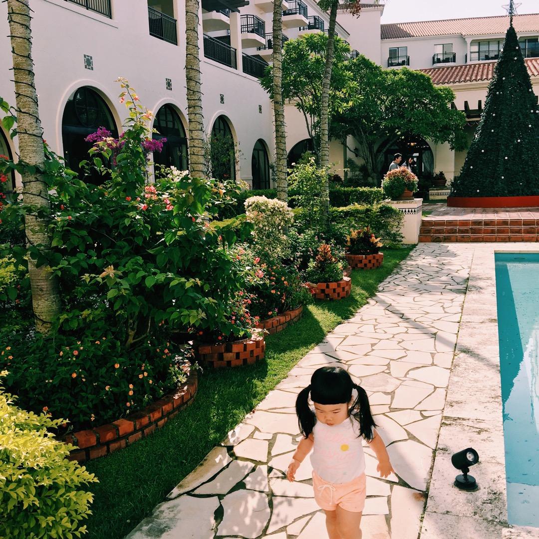 日航アリビラホテルの中庭はとても綺麗で泊まってた間は朝晩、欠かさず...
