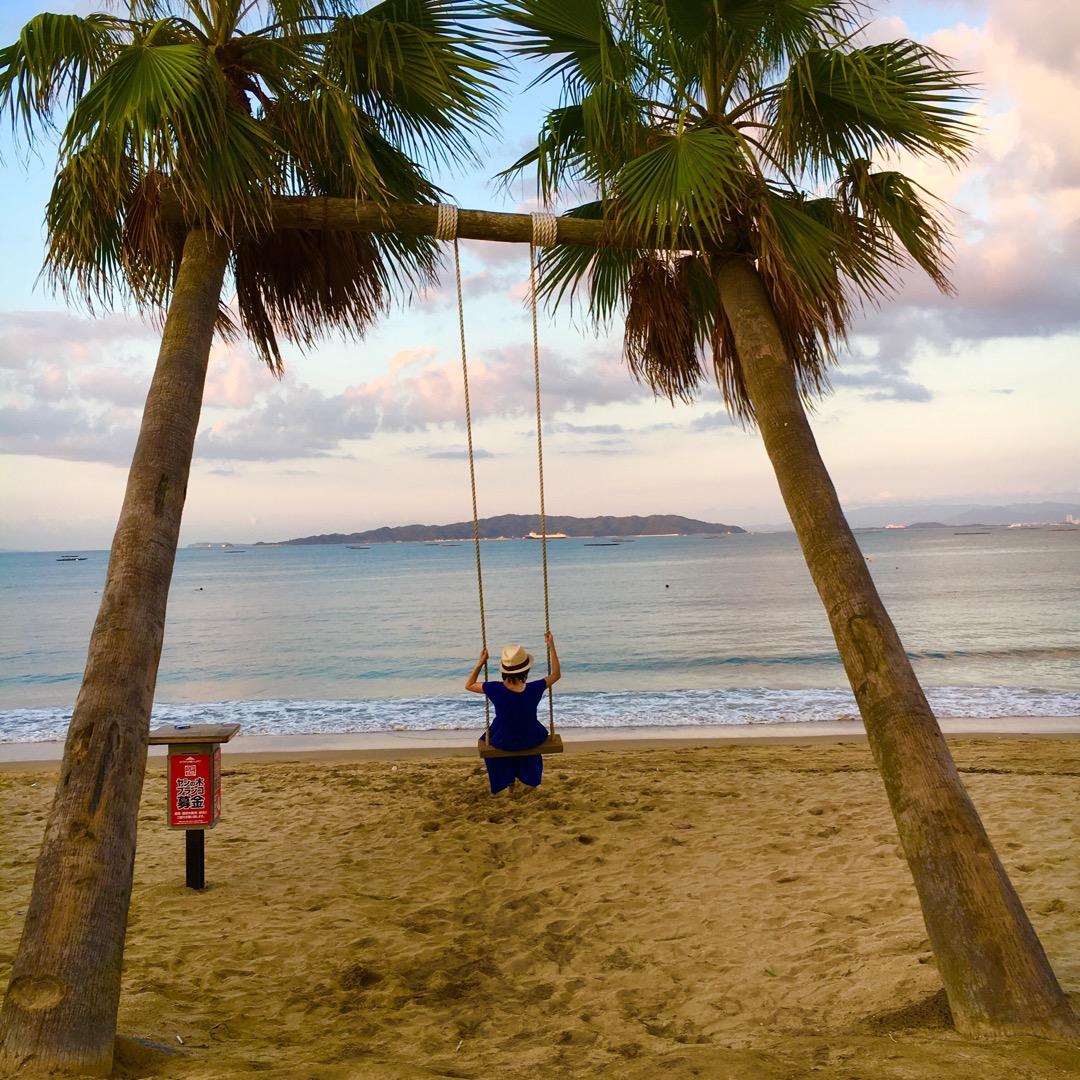 糸島のざうおの所にある、やしの木ブランコ! 海に向かってブランコ乗...