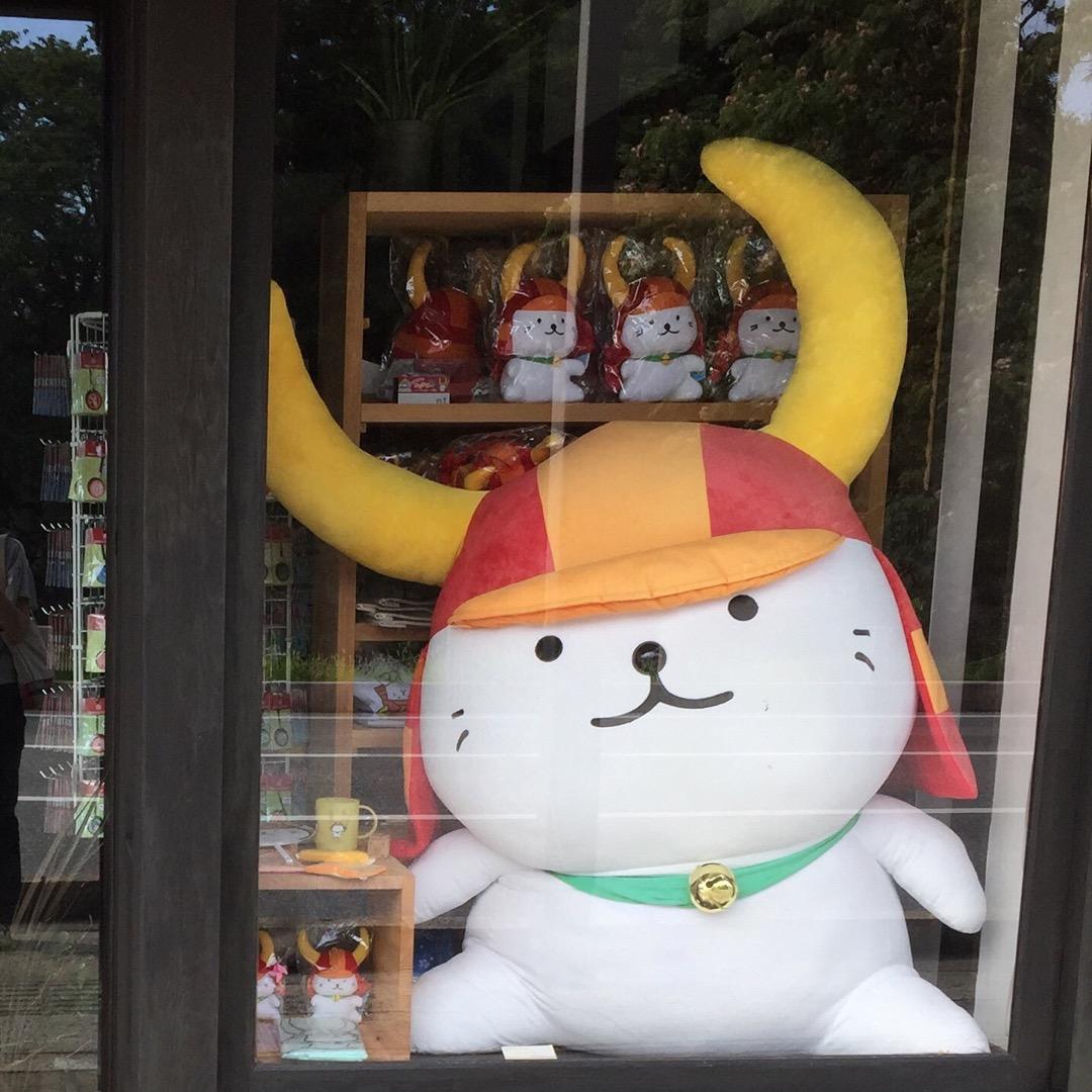彦根キャッスルロード。彦根城のお堀からすぐの所にたくさんのお店が並...
