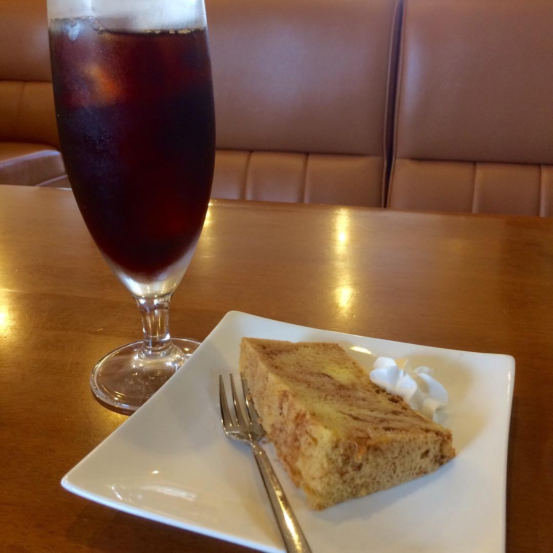 14:00〜のおやつサービスではシフォンケーキやチーズケーキがドリ...