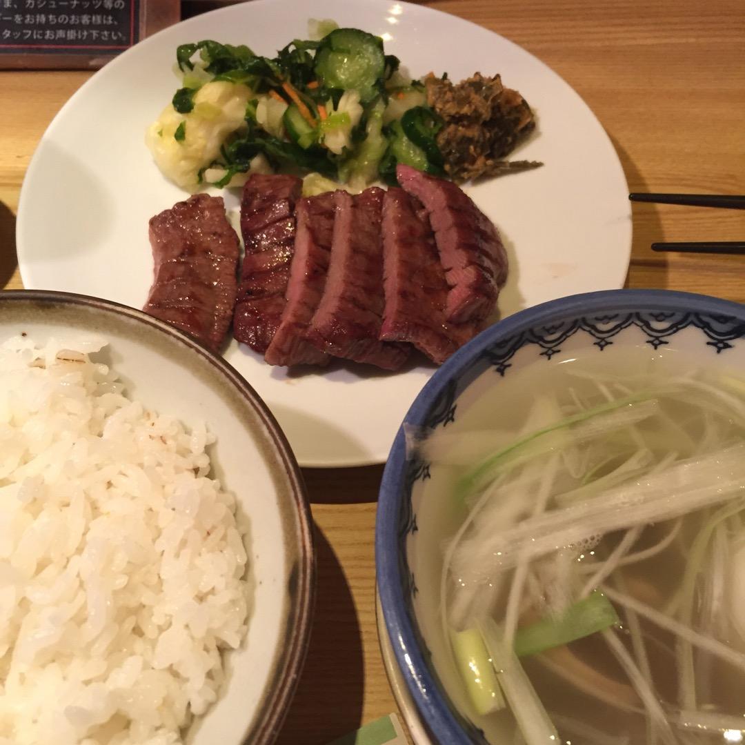 仙台といえばこれ! 牛タン!  とても肉厚で食べ応えがありました…...