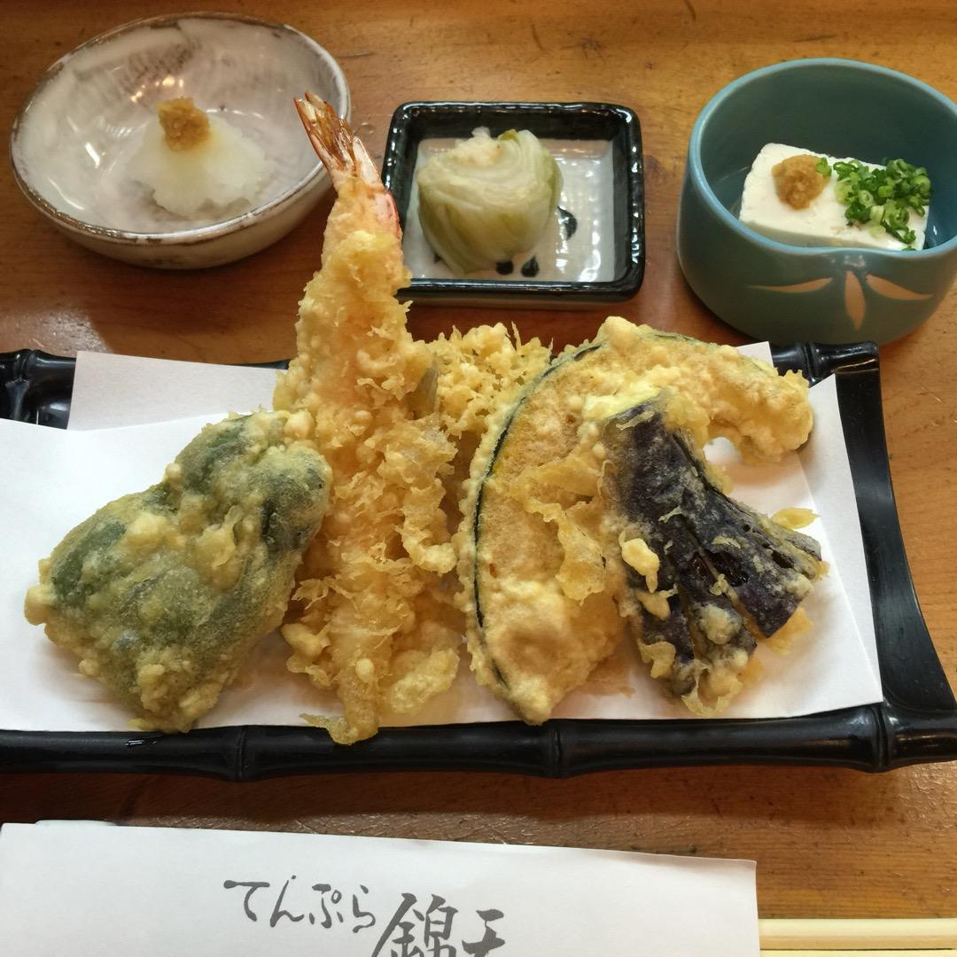 #天ぷら定食 1600円也。 ランチで開店すぐにカウンターに座り注...