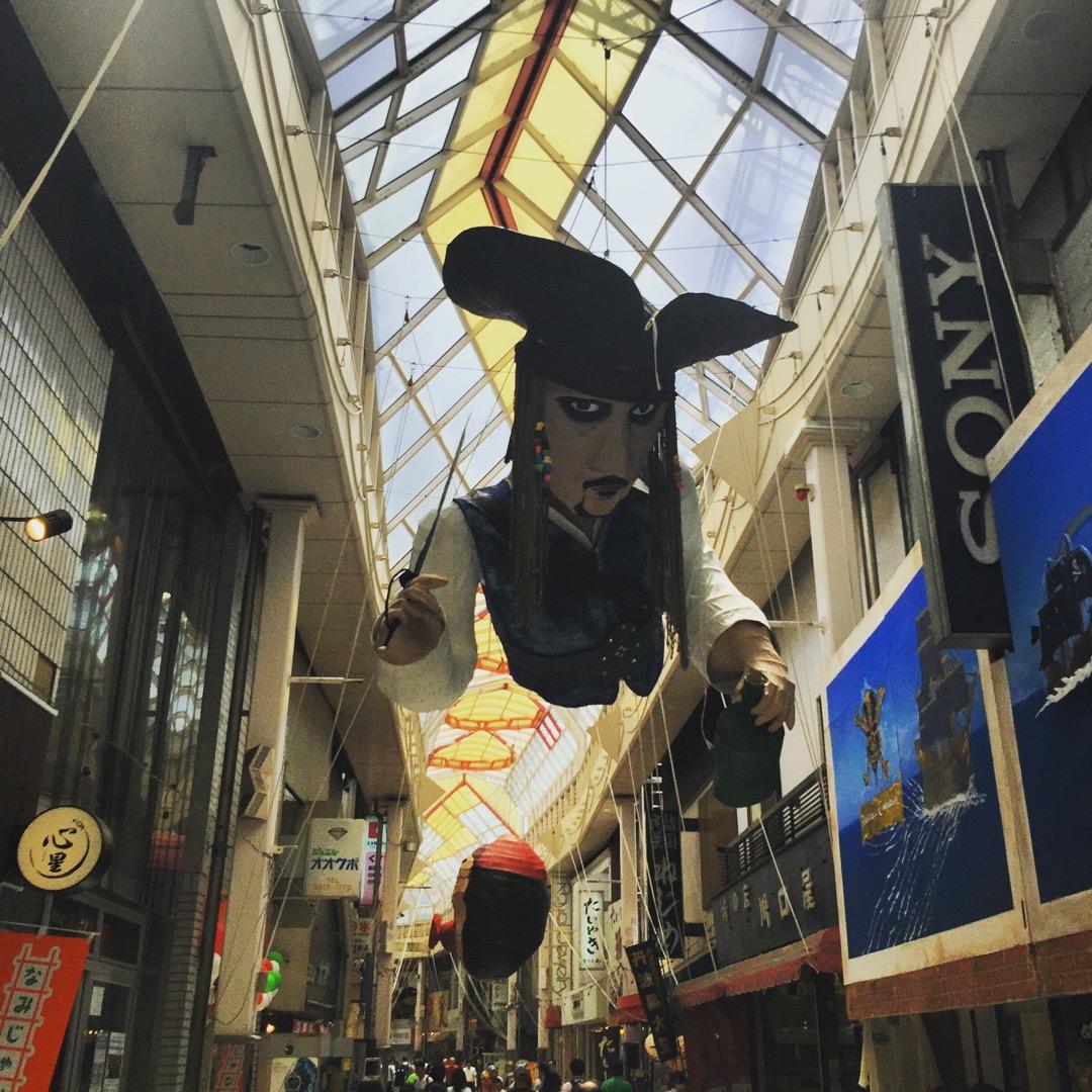 阿佐ヶ谷パールセンターの七夕祭りの飾り付けが準備されています。 今...