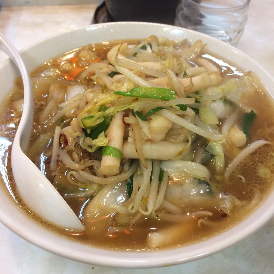 ベトコンラーメン発祥の店と言われる「新京」で夕食。 野菜たっぷりの...