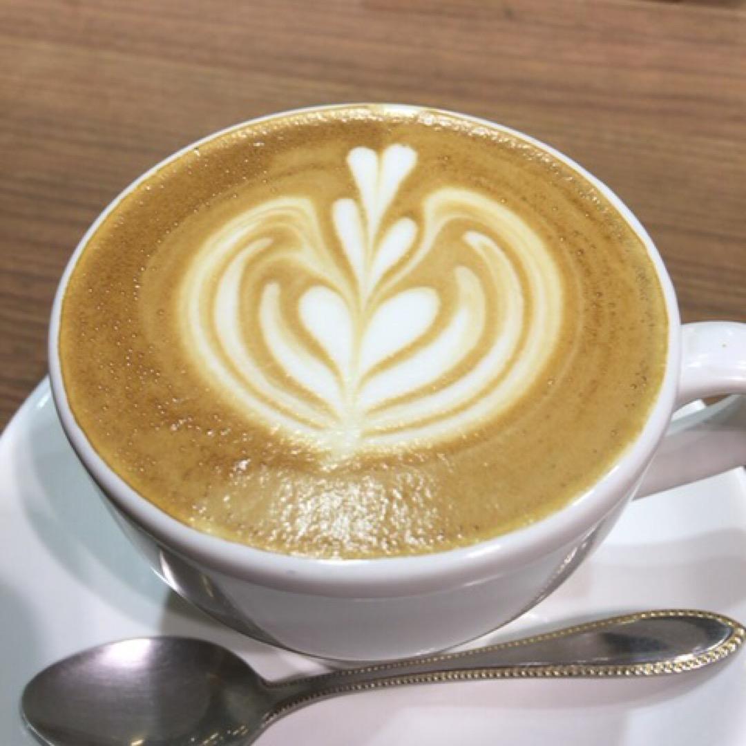 品川駅のコーヒー屋さんが作ってくれました。 見た目も綺麗だし、コー...