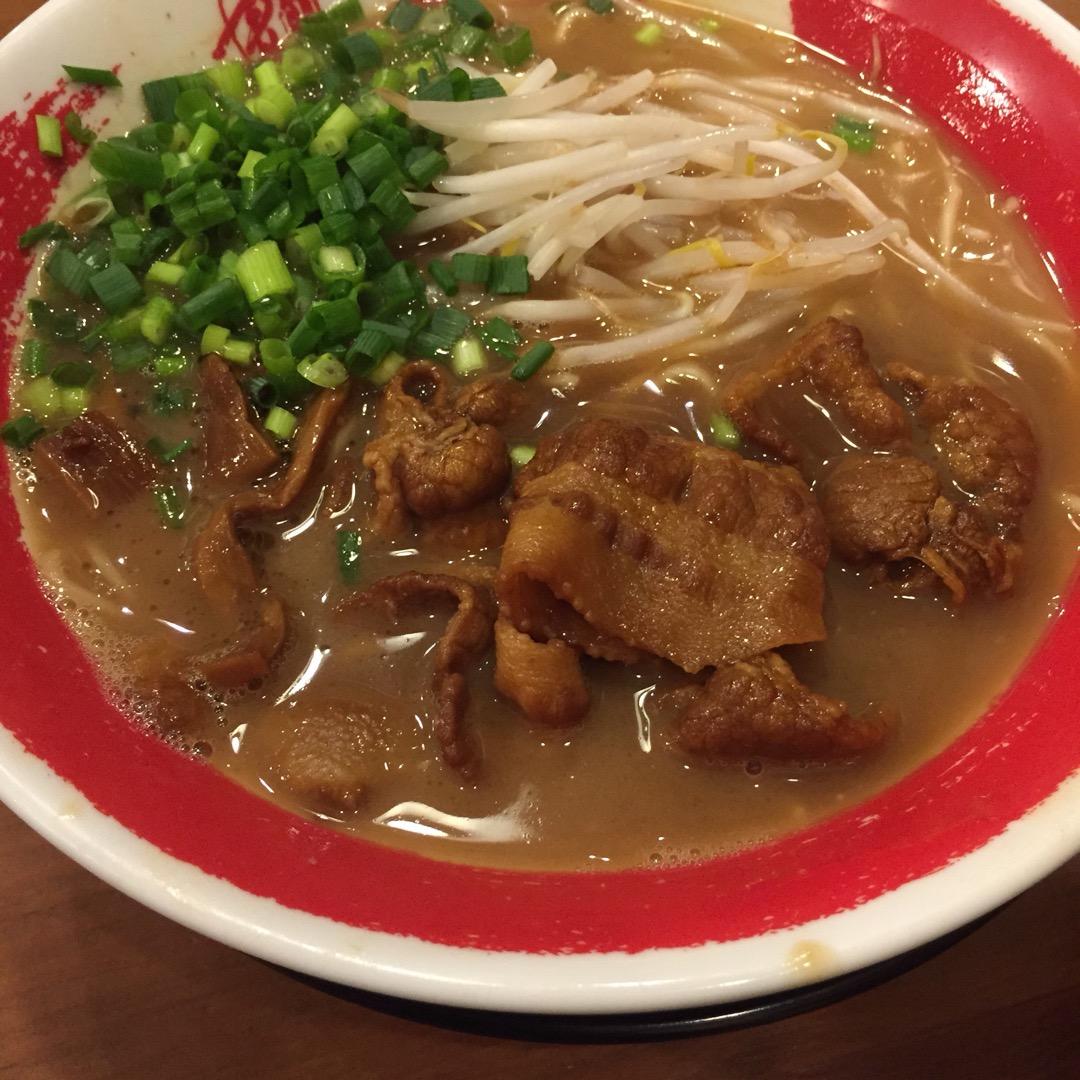 京都駅内に入っている東大ラーメン。濃厚なスープとよく煮込まれて味が...