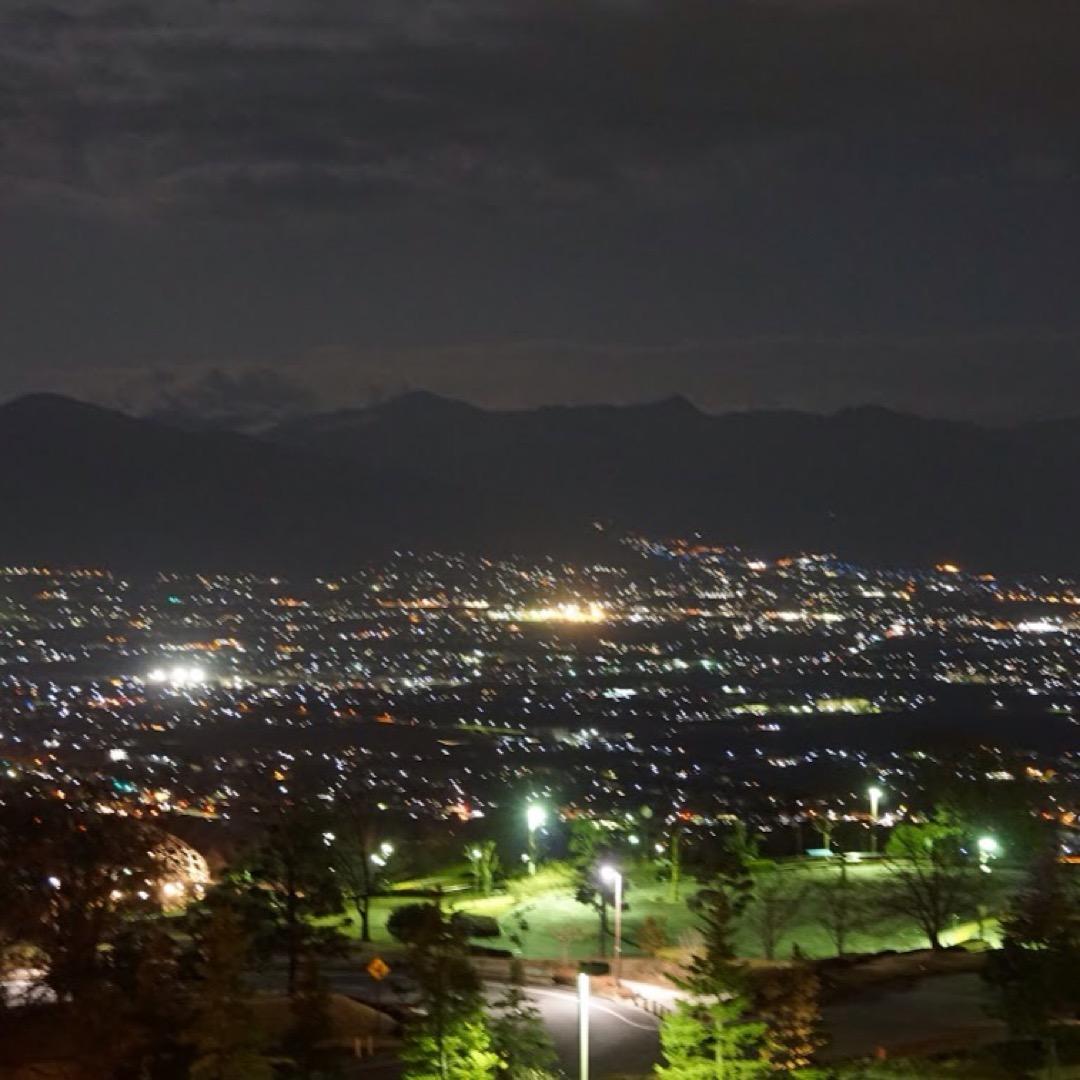 甲府盆地の夜景は「新日本三大夜景」に選出されました。高層ビルや派手...