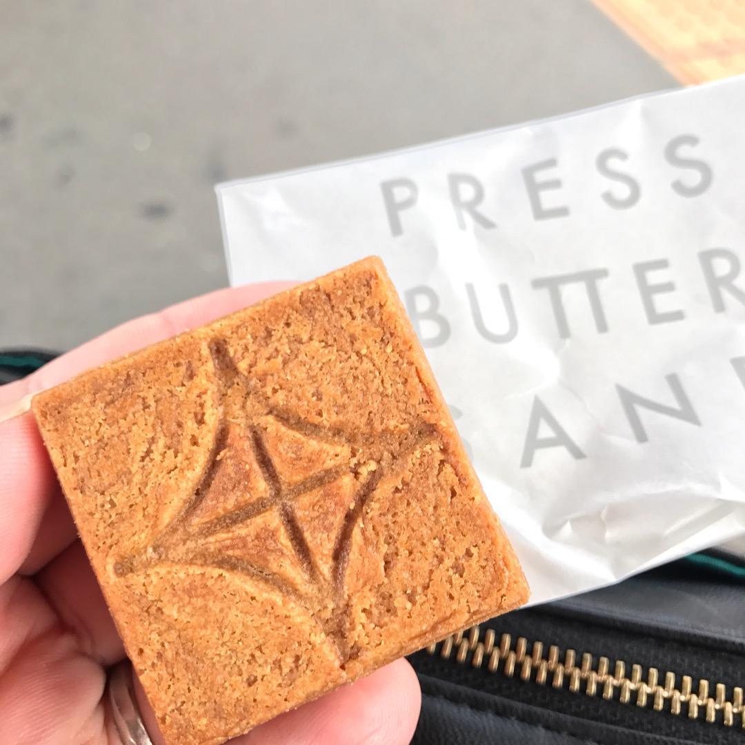 東京駅で連日行列が出来ている「プレスバターサンド」。焼き立てのバタ...