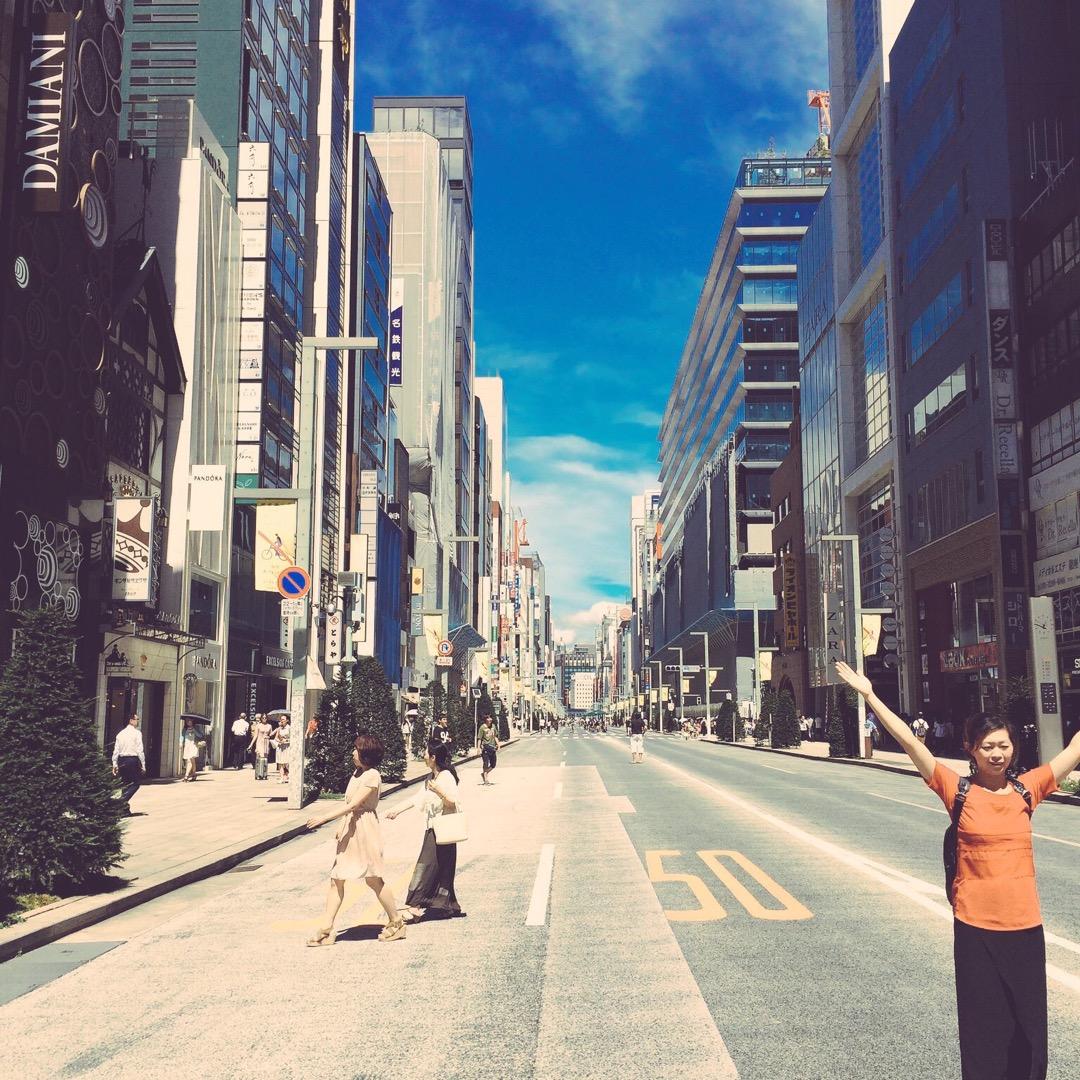 銀座七丁目にて! 土曜日、日曜日の昼の時間帯は歩行者専用になるので...