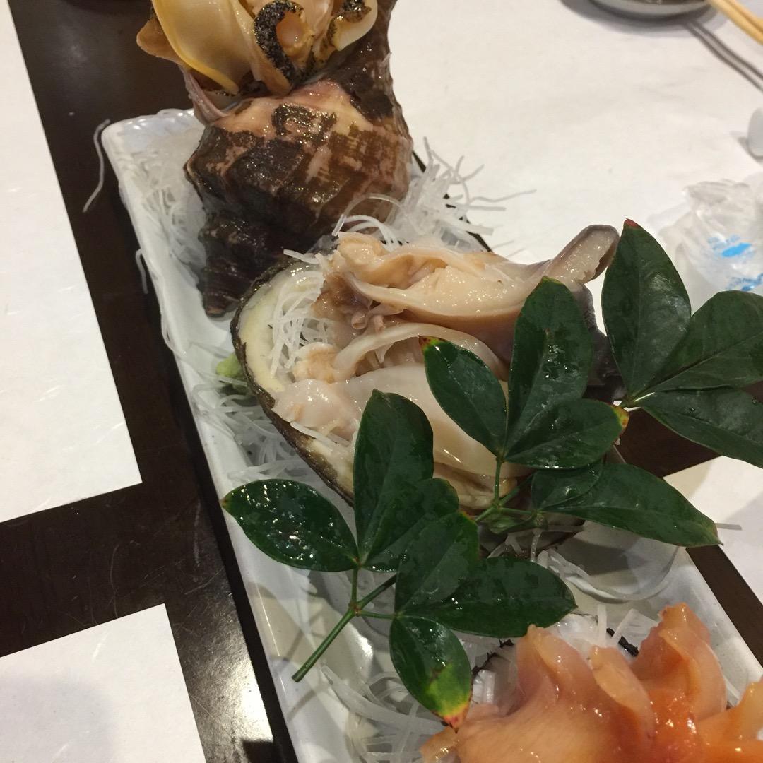 魚料理に定評のあるお店。 歌舞伎役者さんも御用達みたいです。 美味...