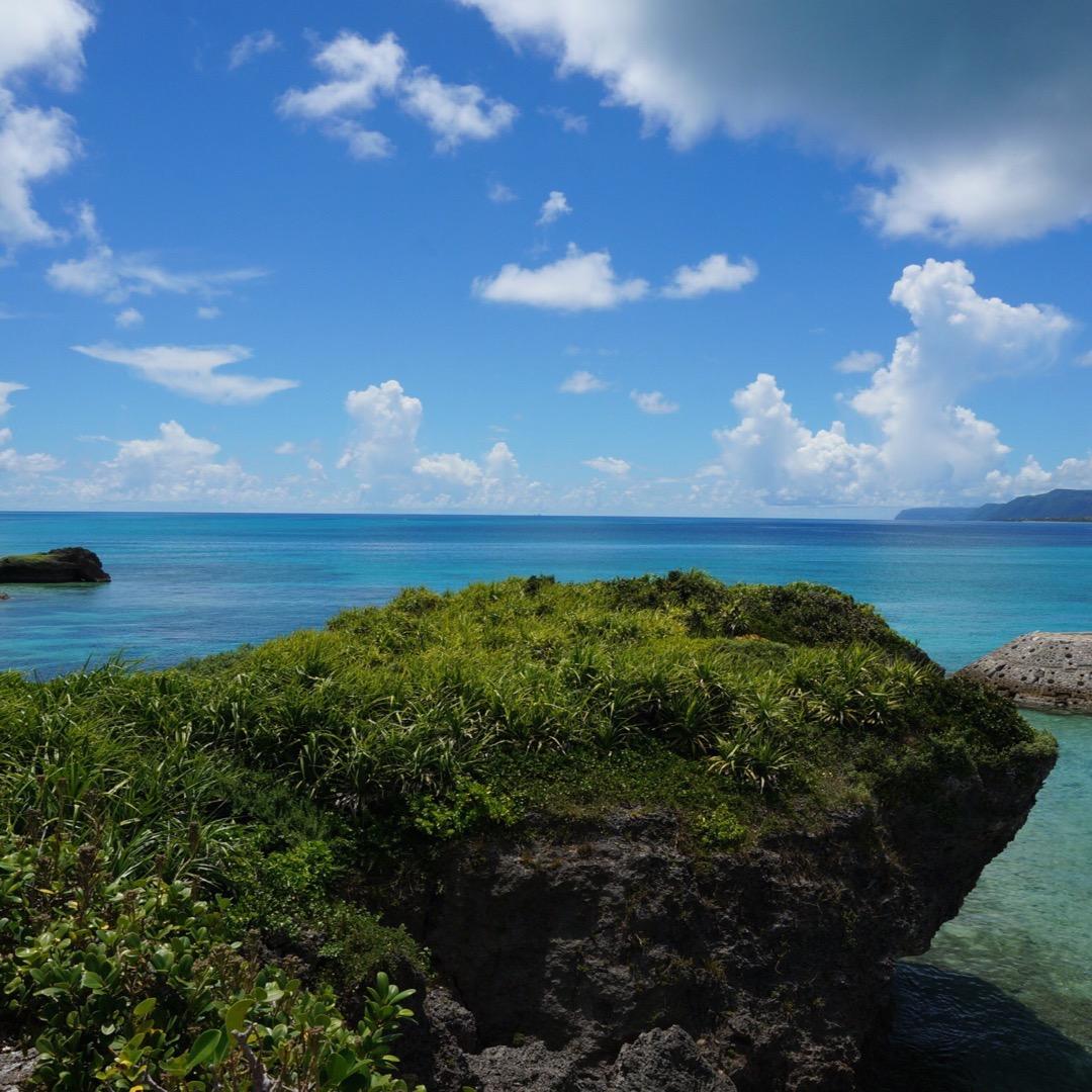 観光客は立ち入れない神聖な場所が多く存在する新城島。通称パナリ島。...
