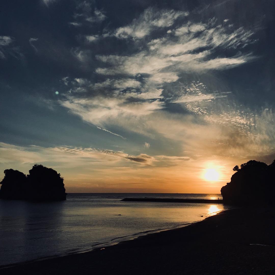 円月島付近の白浜。 白浜水族館のすぐ近くに円月島という小さな小さな...