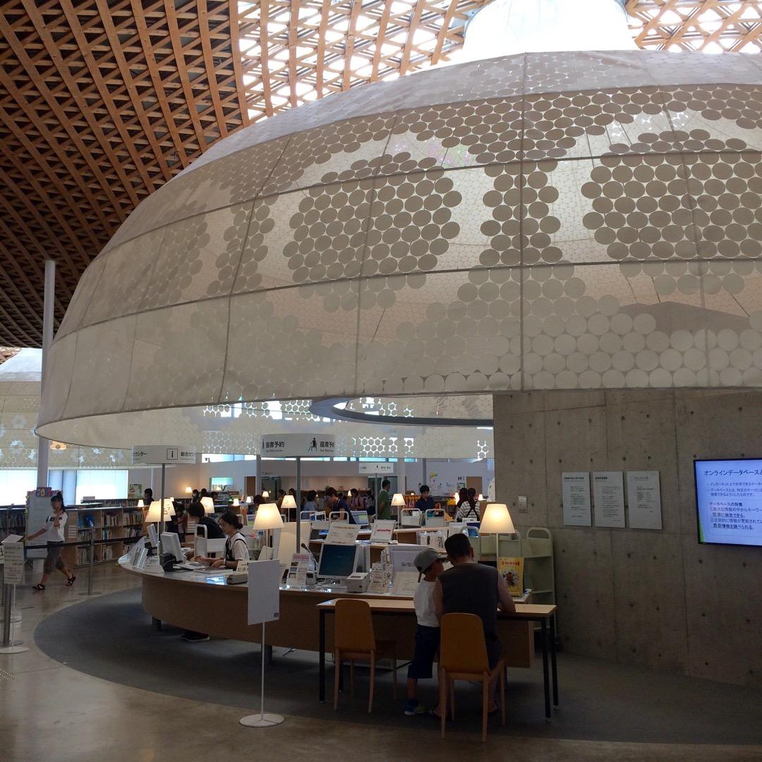 岐阜県にある #みんなの森 #ぎふメディアコスモス は図書館が素敵...
