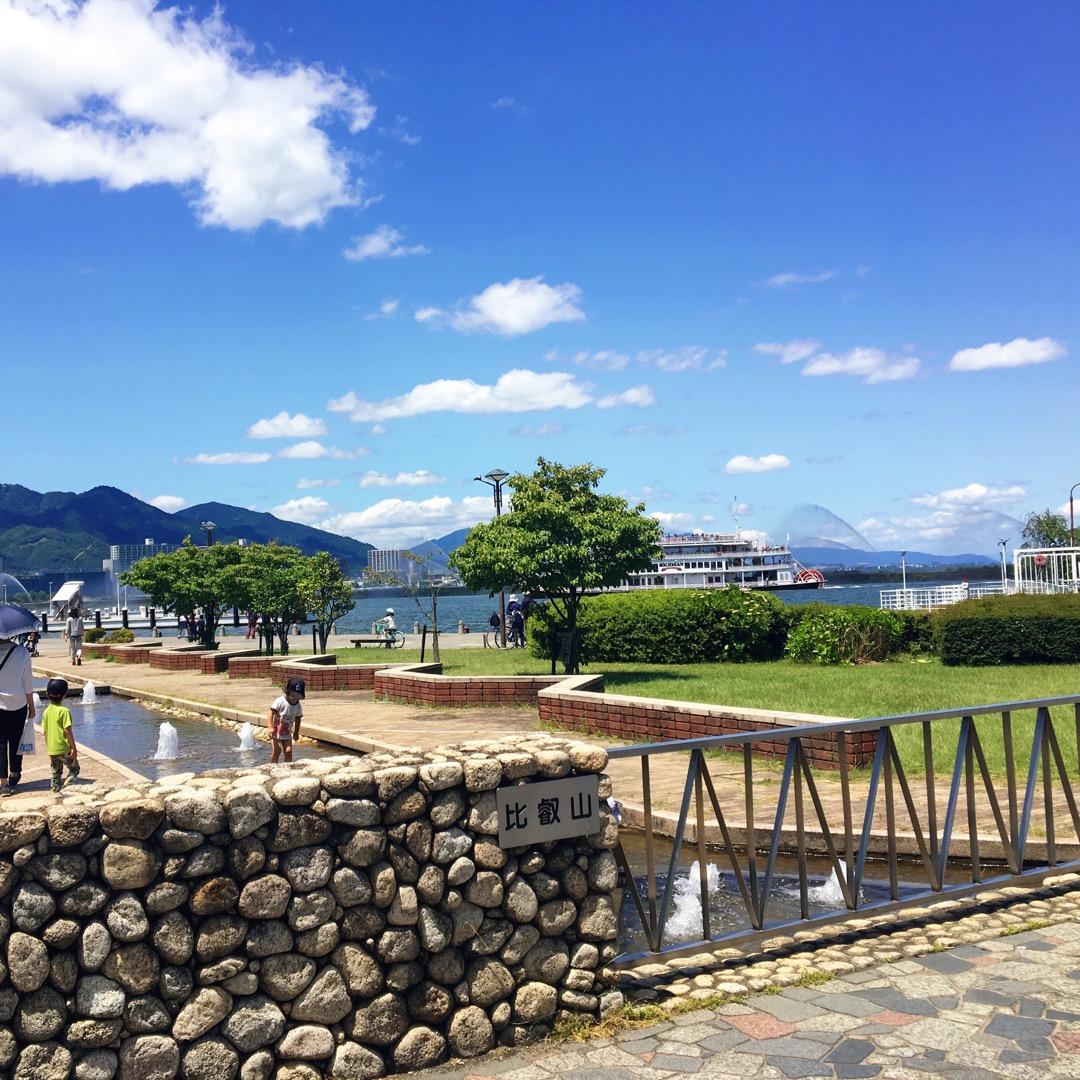 芝の緑に、良く晴れた青空が綺麗で、気持ちよく琵琶湖を堪能できました...