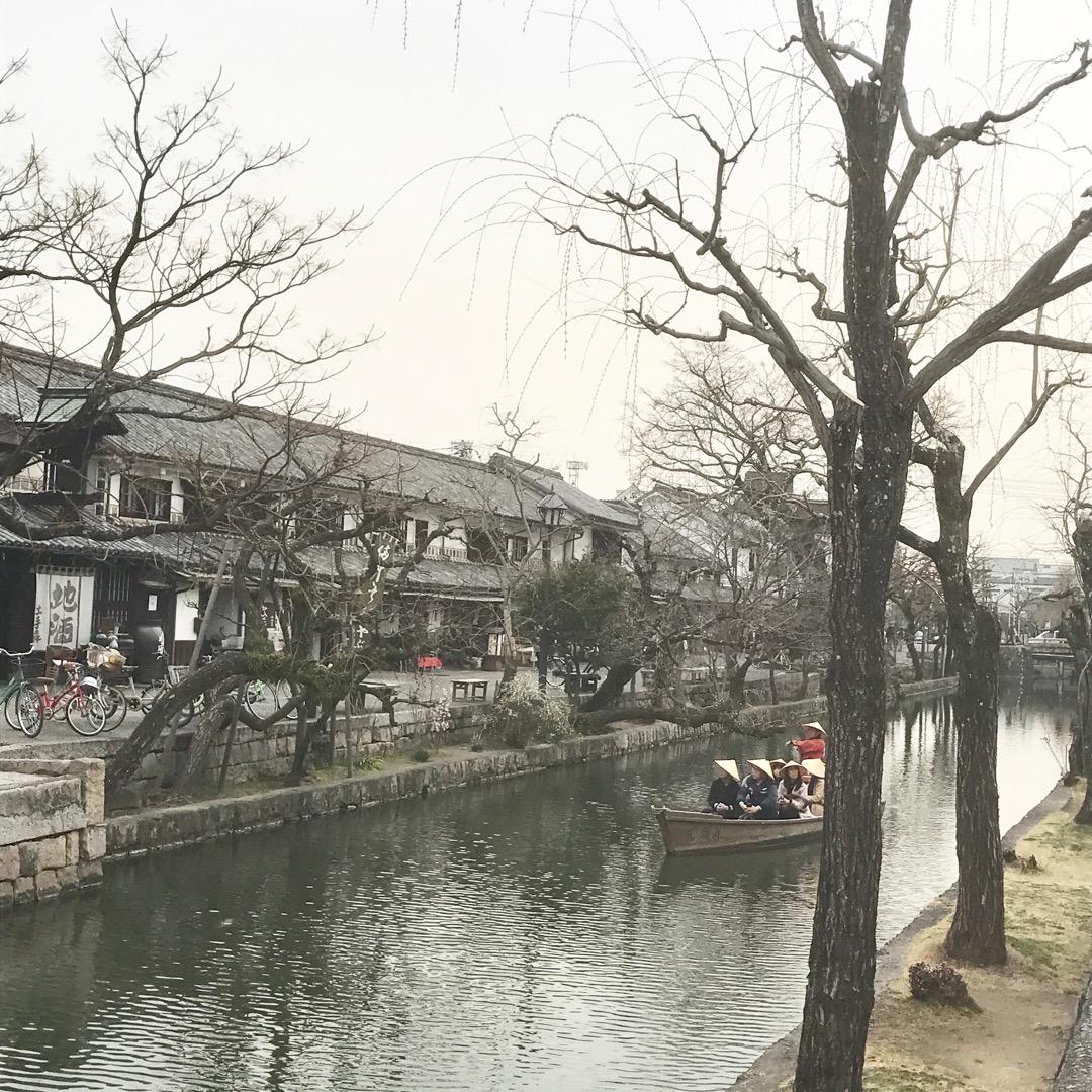 倉敷にある美観地区✨ 江戸時代かのような街並みで、伝統品や酒、和菓...