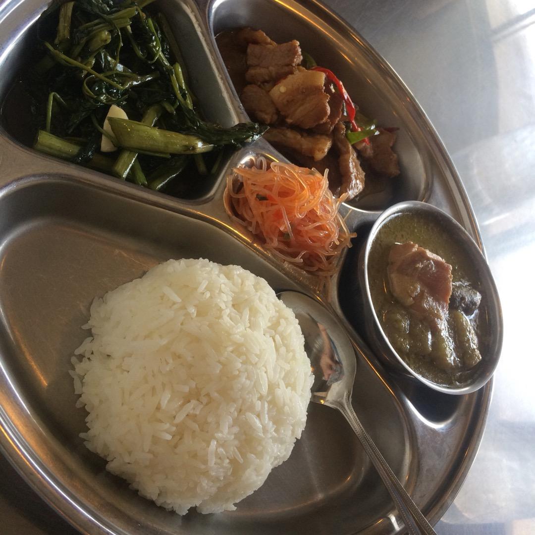 本格的な辛さがクセになる!タイ料理店、あろいなたべたのCセットです...