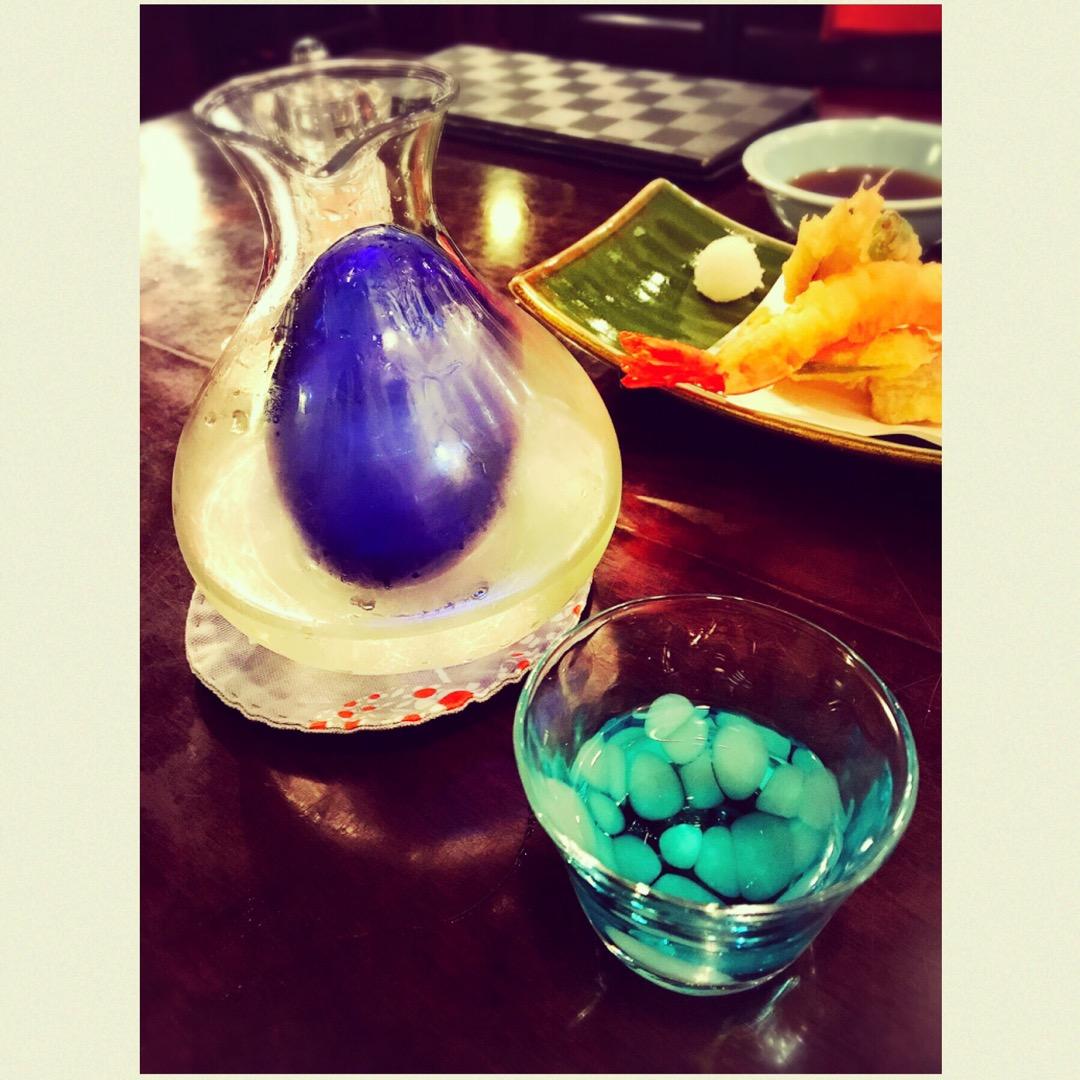 おいしい和食に、日本酒が進みます。お料理の乗っているお皿や酒器も綺...