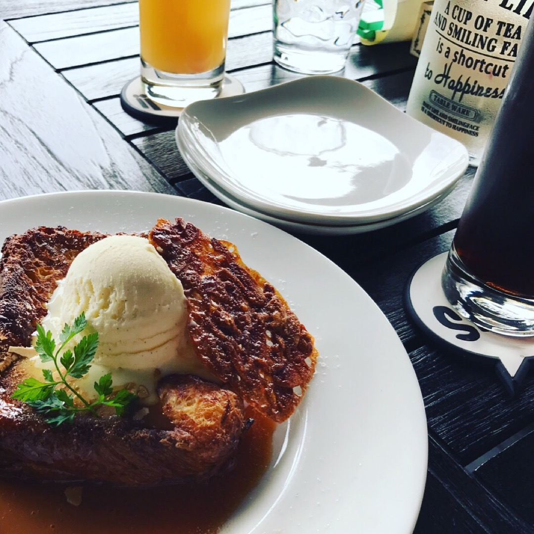 Queen's Snup Cafe にて キャラメルクリームフレン...