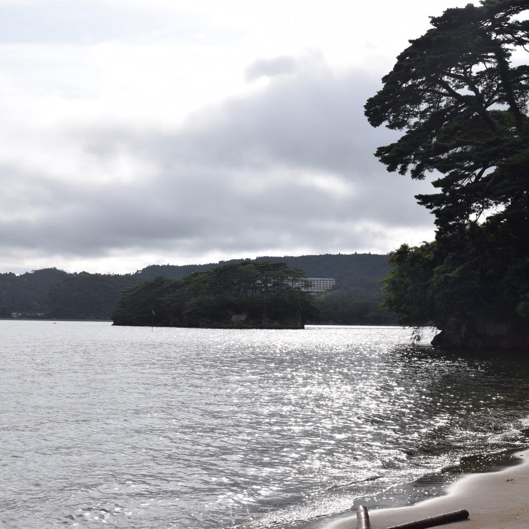 宮城県の松島にある、「福島」という無人島です!  この砂浜へ行くま...