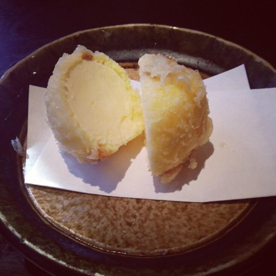 アイスクリームの天ぷらをはじめて食べました。 外はあったかいのに中...
