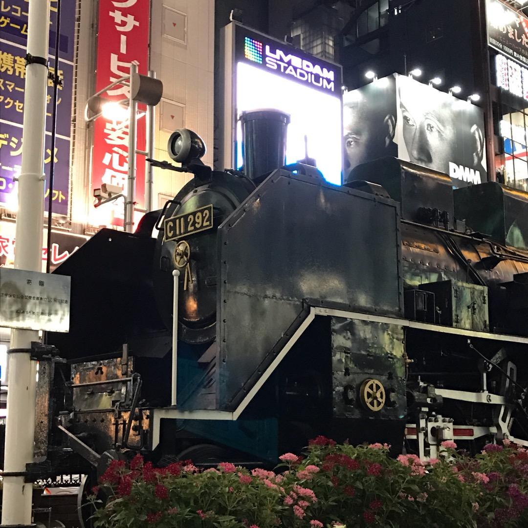 新橋駅のSL広場  ここの広場には、取材のテレビカメラが集まってい...