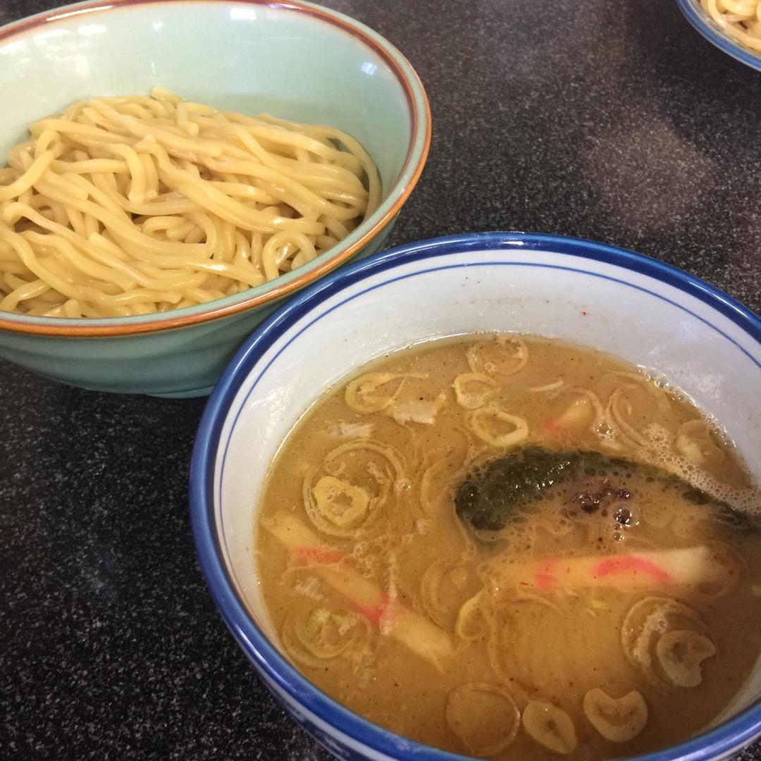 #縁者 山梨の #つけ麺 の人気店。魚介系スープはたっぷり。中には...