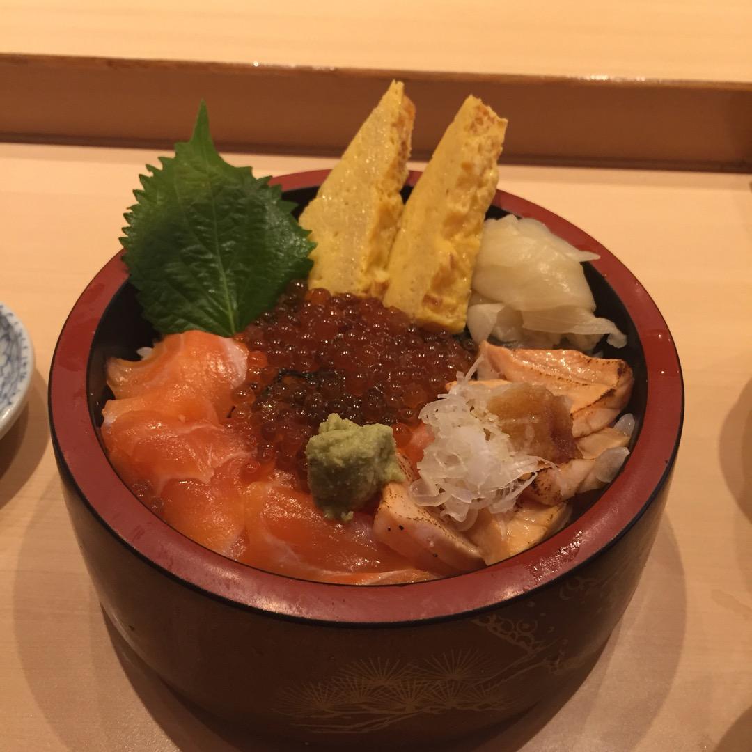 お寿司屋さんがやっているランチ 海鮮丼だけでなくもちろん握り寿司も...