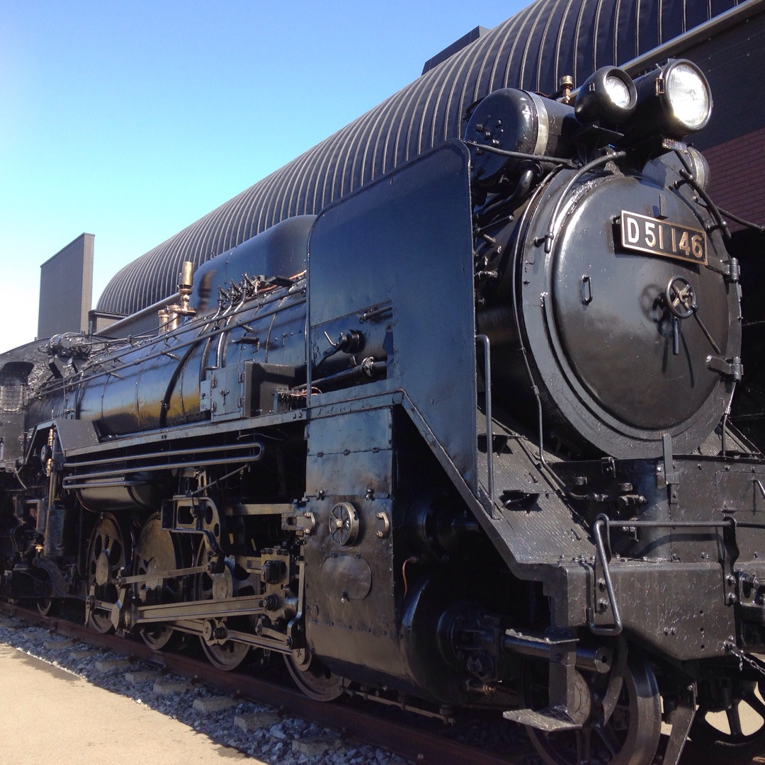 真岡鉄道の真岡駅に展示してあるSLです。 実際に走っている汽車もあ...