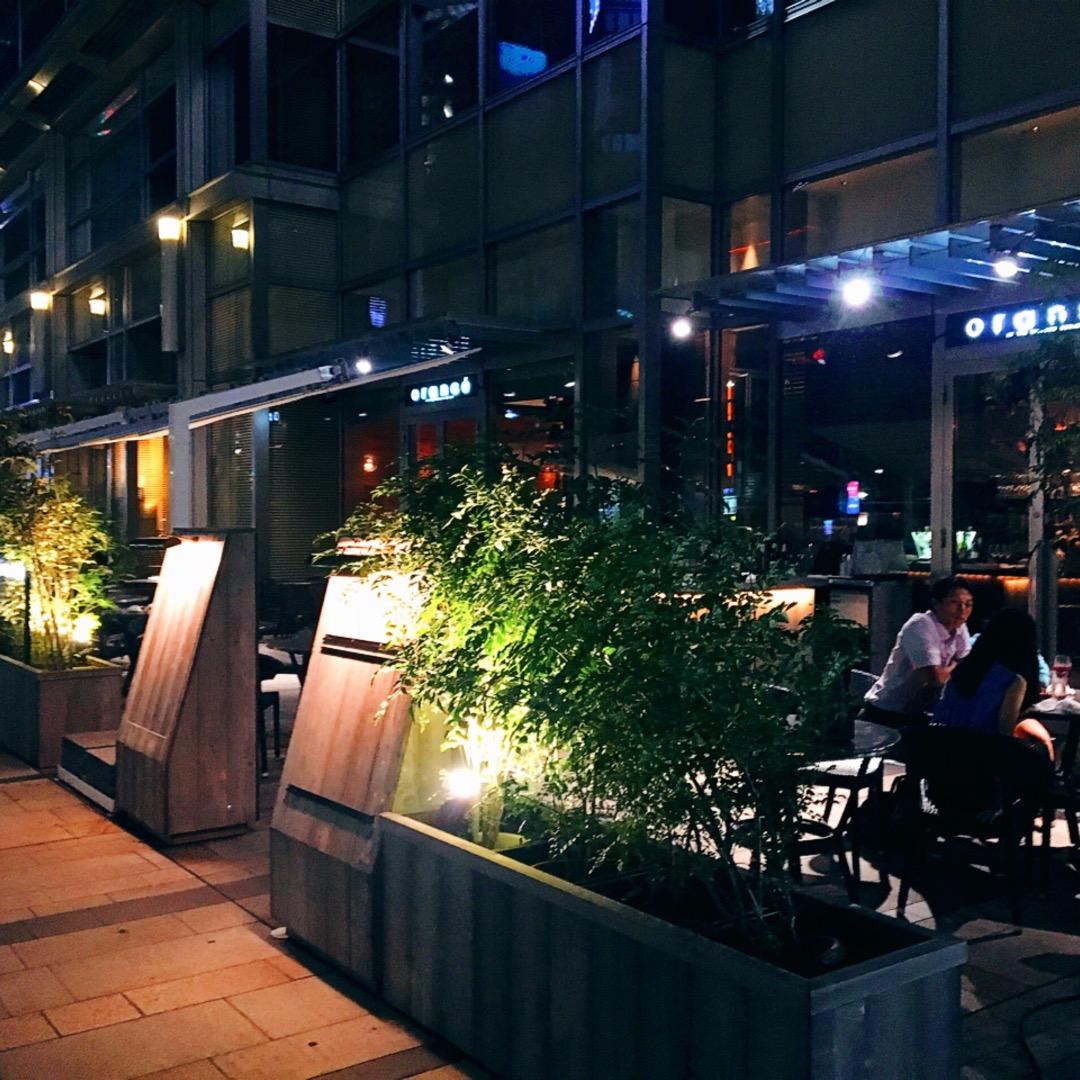 東京ミッドタウンプラザ1階にあるお洒落なお店です。 六本木の駅から...