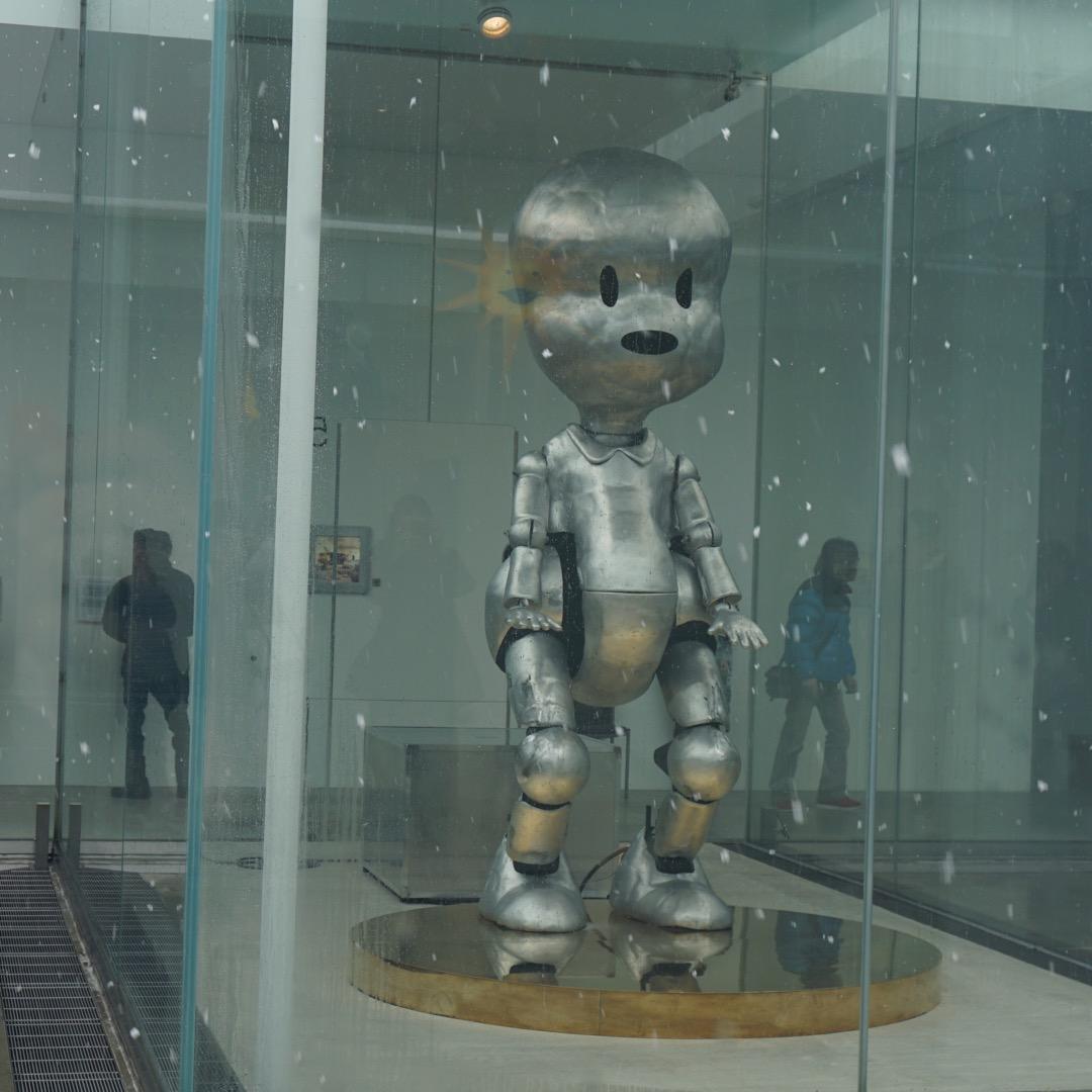 21世紀美術館の中にある展示はどれも独創的。なかなかのシュールな動...