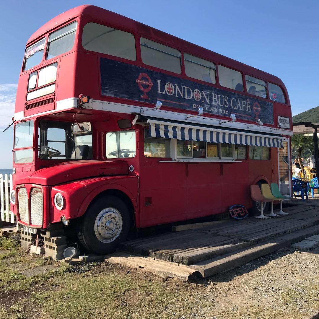 糸島海沿いにある可愛いバスが特徴のロンドンバスカフェ🚌美味しいジェ...