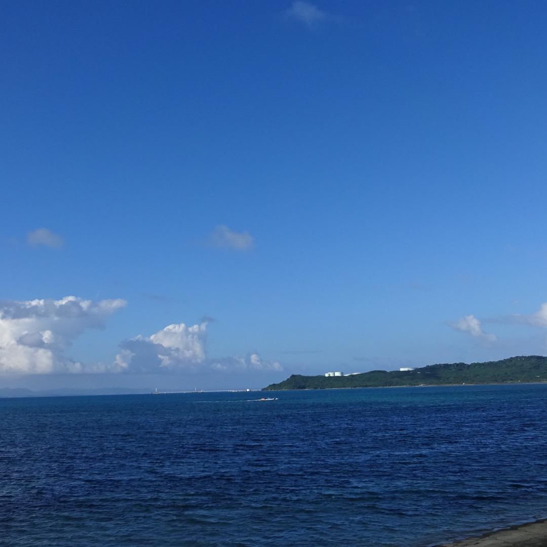 沖縄の海中道路に入る前の公園みたいな所✨ 海中道路は、全長5kmの...