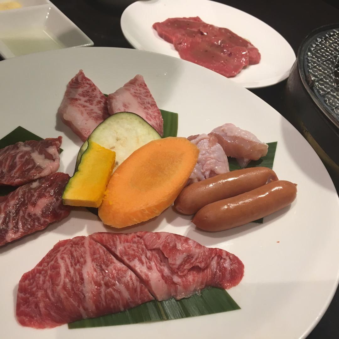 炭火焼肉GOSAMARUは地元で人気の焼き肉屋さんです。炭火で焼く...