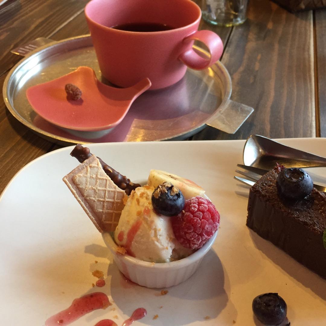 古民家の雰囲気のお店で、富谷市の名産のブルーベリーを使ったケーキと...