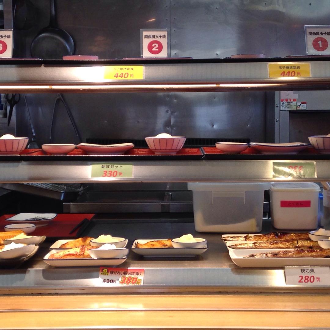 #まいどおおきに万代食堂#函館駅 自由に取って食べれるから楽!ただ...