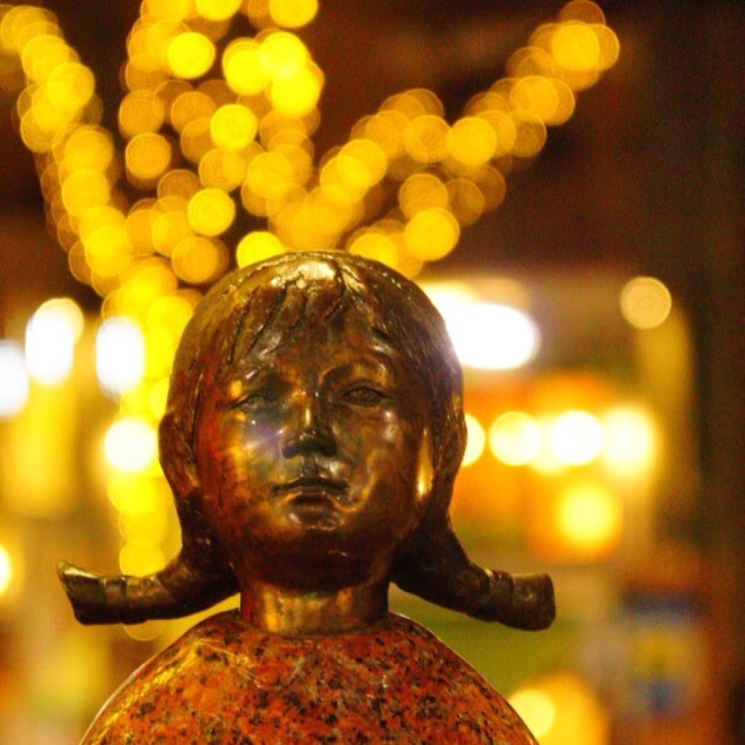 麻布十番商店街は、オシャレな中にも庶民的な雰囲気があります。所々に...