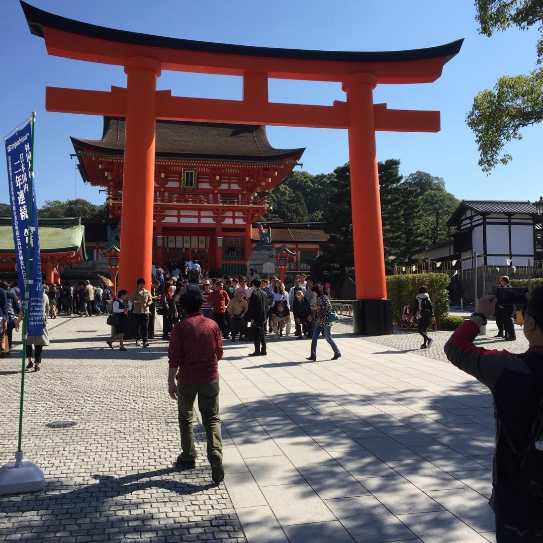 京都市にある伏見稲荷大社です。商売の神様、稲荷神社の総本社にあたり...