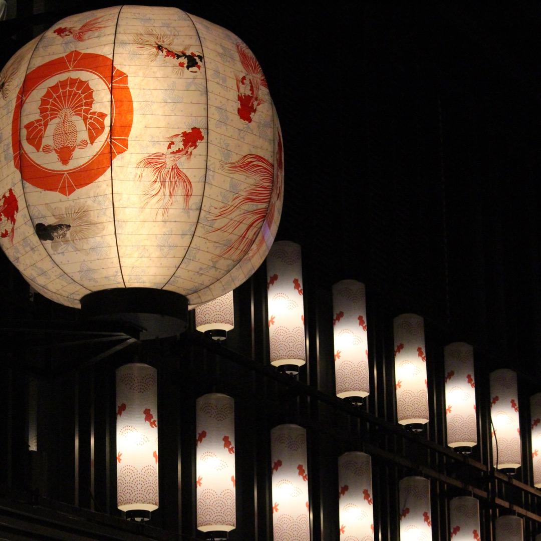 【COREDO室町】 「金魚大提灯」がCOREDO室町1と2の仲通...