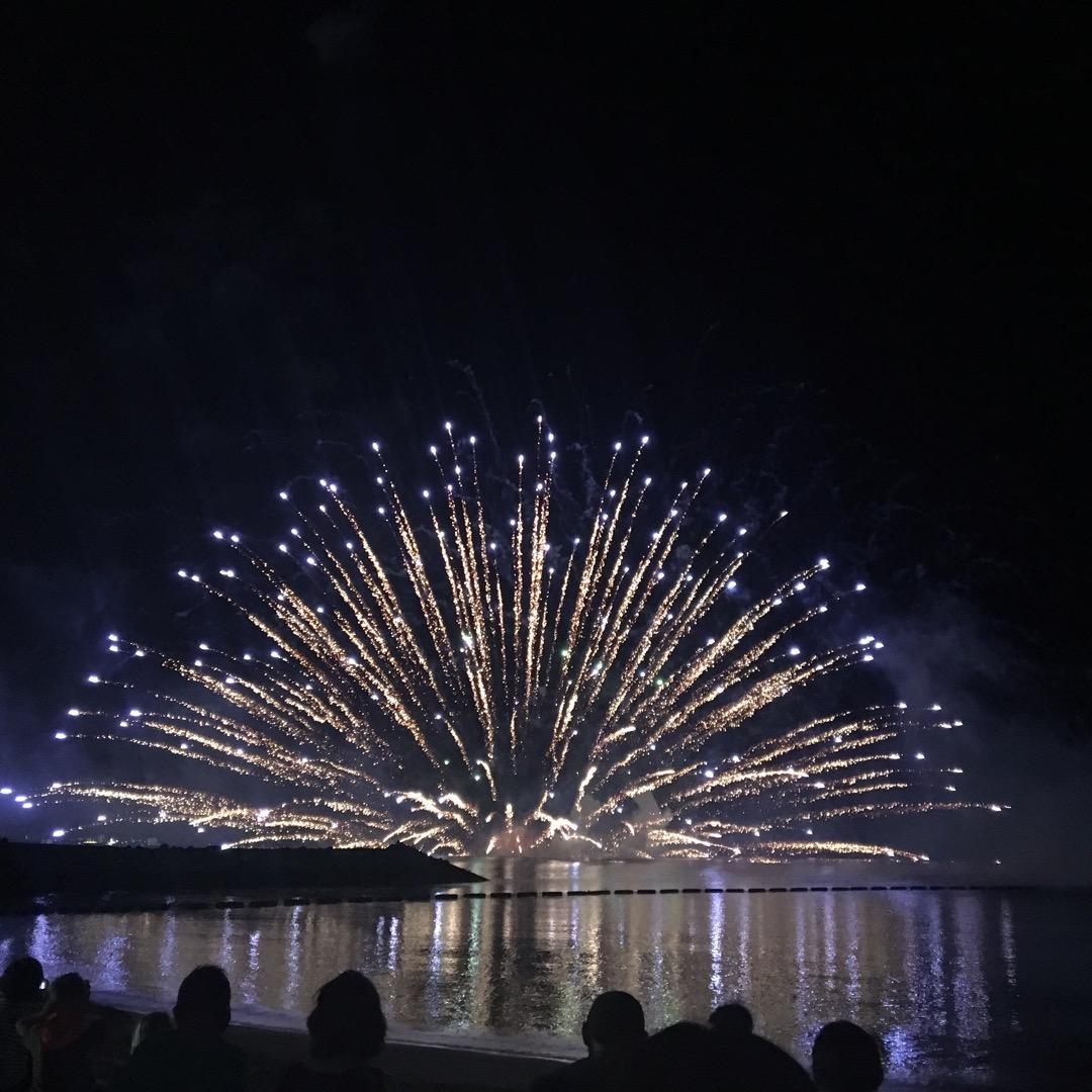 沖縄で唯一見られる水中花火。ちゃたんカーニバルは毎年夏ですが、今年...